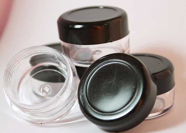 APR buys cosmetic containers